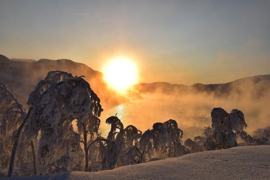 Sol og frostrøyk ved Strømmen bru